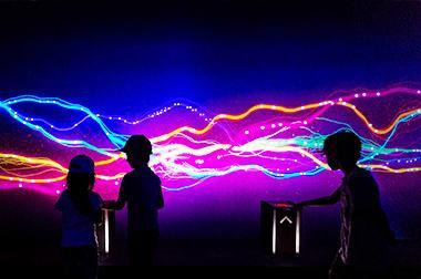 墙面互动投影 - 沉浸体验 - 瀑布花海 - 维莎道卡数字影像制作有限公司